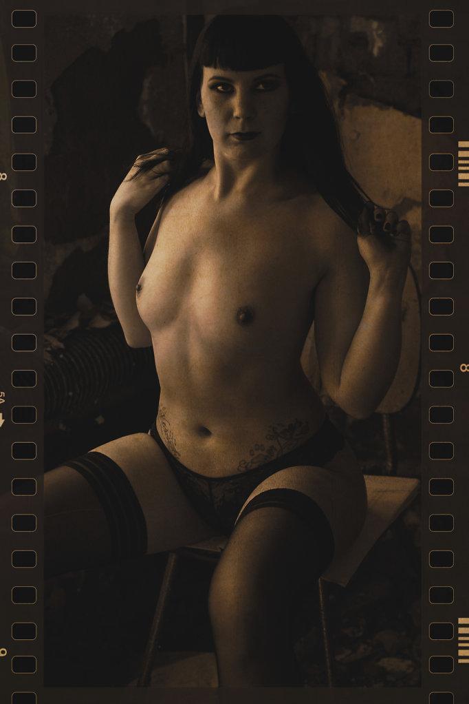 Lost-Place-Akt-Dessous-Model-Claudia-Diamond-SvenSpannagel-Fotografie-4.jpg