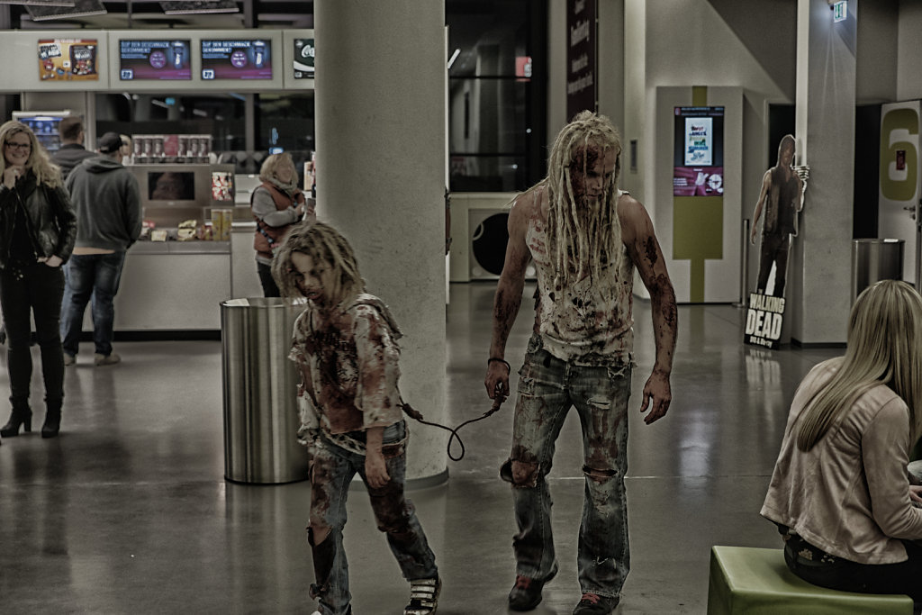 the-walking-dead-cinemaxx-bielefeld-zombie-walk-svenspannagel-fotografie-zombie-horror-2.jpg