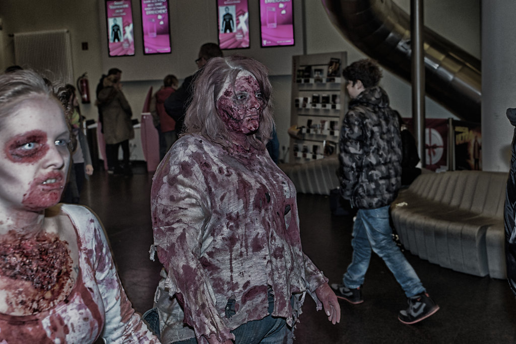 the-walking-dead-cinemaxx-bielefeld-zombie-walk-svenspannagel-fotografie-zombie-horror-12.jpg