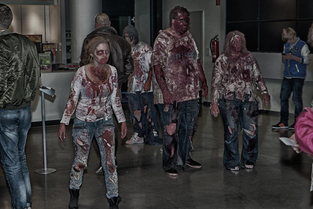 the-walking-dead-cinemaxx-bielefeld-zombie-walk-svenspannagel-fotografie-zombie-horror-14.jpg