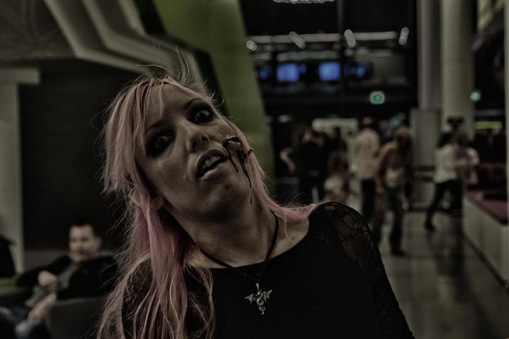the-walking-dead-cinemaxx-bielefeld-zombie-walk-svenspannagel-fotografie-zombie-horror-15.jpg