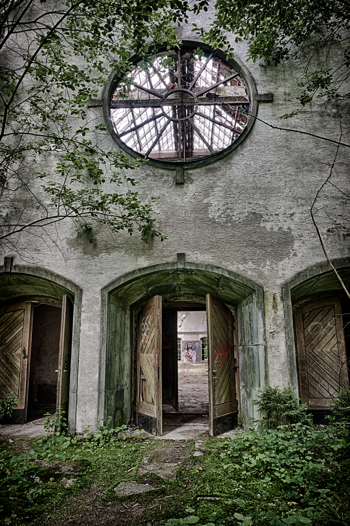 lost-place-victoria-barracks-svenspannagel-fotografie-urbex-kirche-4.png