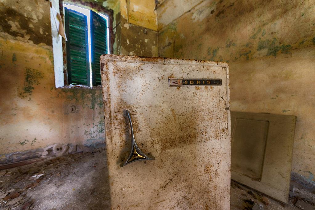 Lost-place-italien-im-schatten-des-atoms-all-ombra-dell-atomo-verlassendes-dorf-svenspannagel-fotografie-urbex-24.jpg