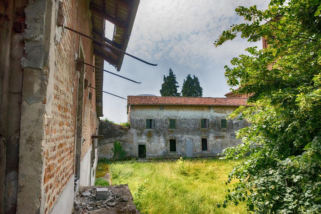 Lost-place-italien-im-schatten-des-atoms-all-ombra-dell-atomo-verlassendes-dorf-svenspannagel-fotografie-urbex-29.jpg