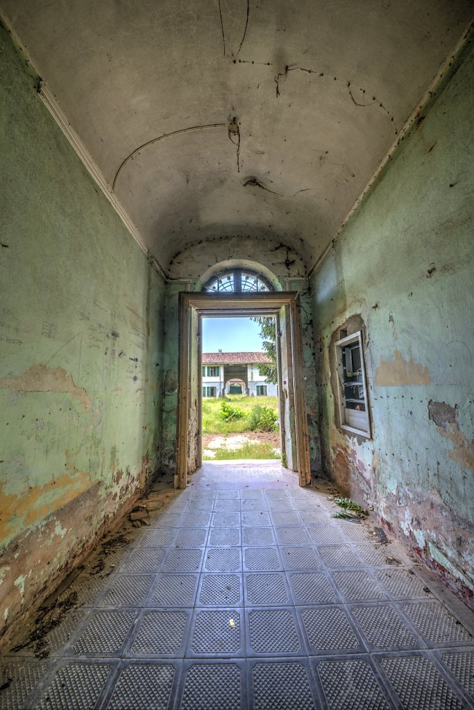 Lost-place-italien-im-schatten-des-atoms-all-ombra-dell-atomo-verlassendes-dorf-svenspannagel-fotografie-urbex-32.jpg