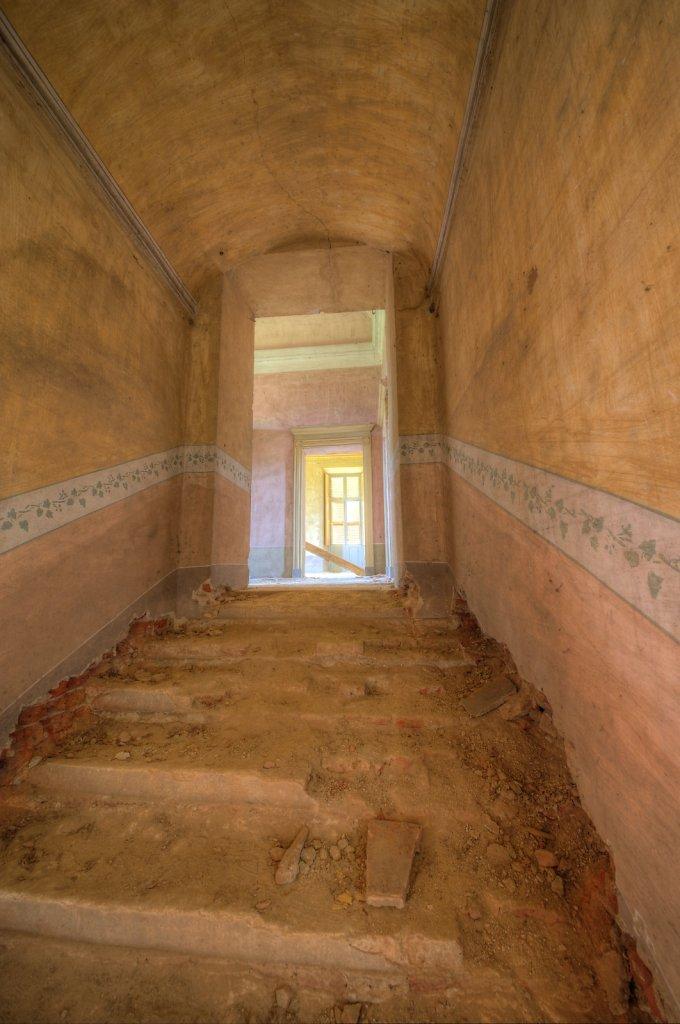 Lost-place-italien-im-schatten-des-atoms-all-ombra-dell-atomo-verlassendes-dorf-svenspannagel-fotografie-urbex-34.jpg