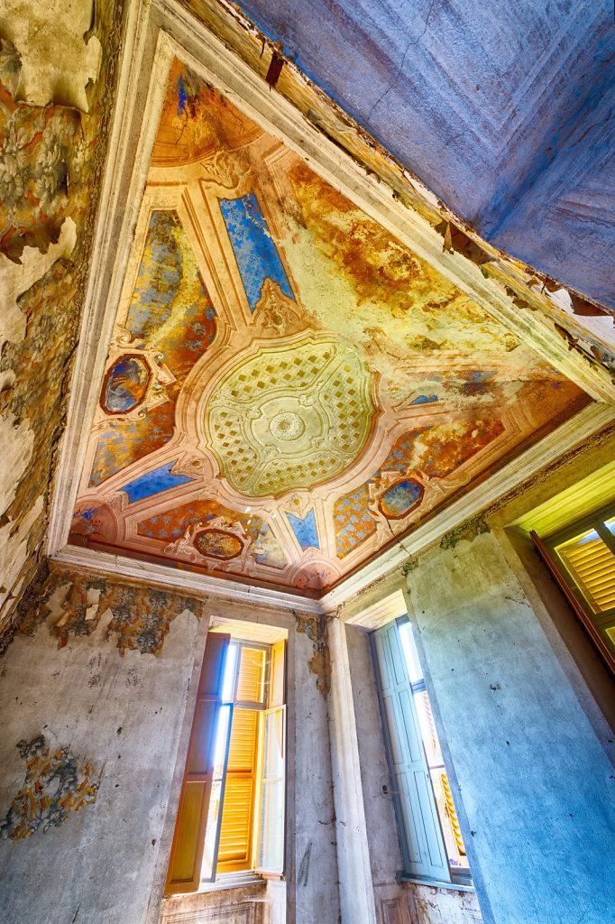 Lost-place-italien-im-schatten-des-atoms-all-ombra-dell-atomo-verlassendes-dorf-svenspannagel-fotografie-urbex-35.jpg
