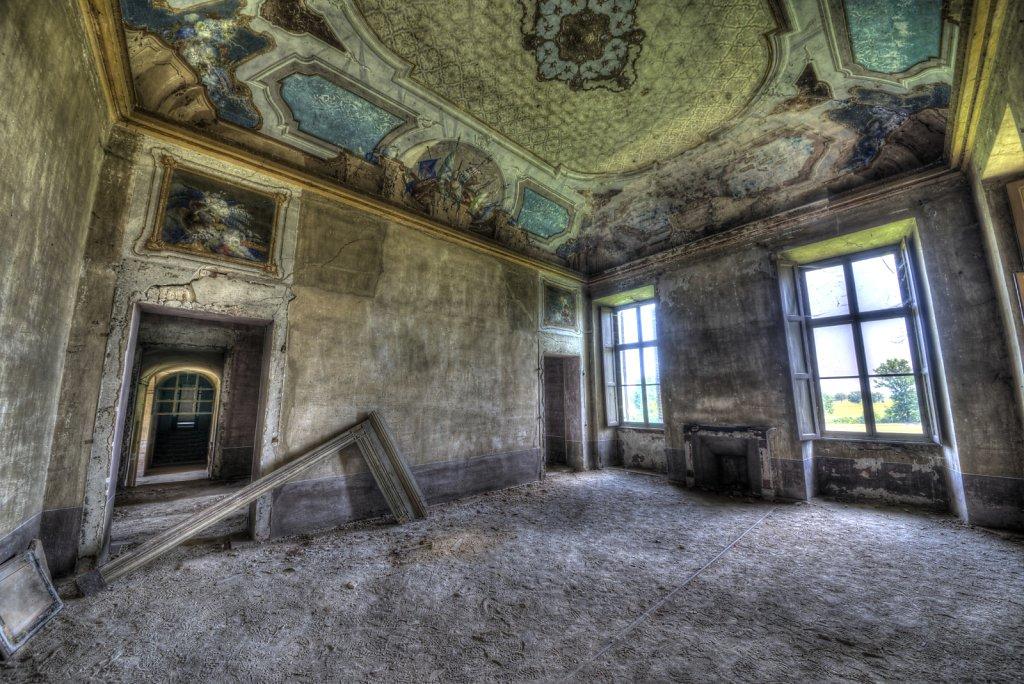 Lost-place-italien-im-schatten-des-atoms-all-ombra-dell-atomo-verlassendes-dorf-svenspannagel-fotografie-urbex-36.jpg