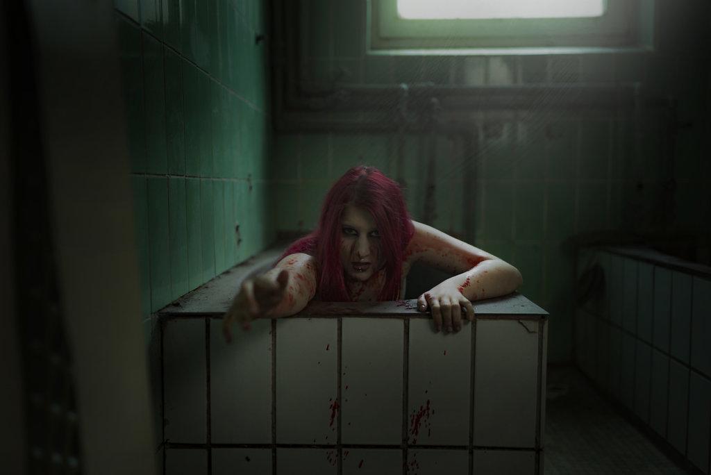 svenspannagel-fotografie-model-alastriona-fire-urbex-lostplaces-lost-horror-nurse-2.jpg