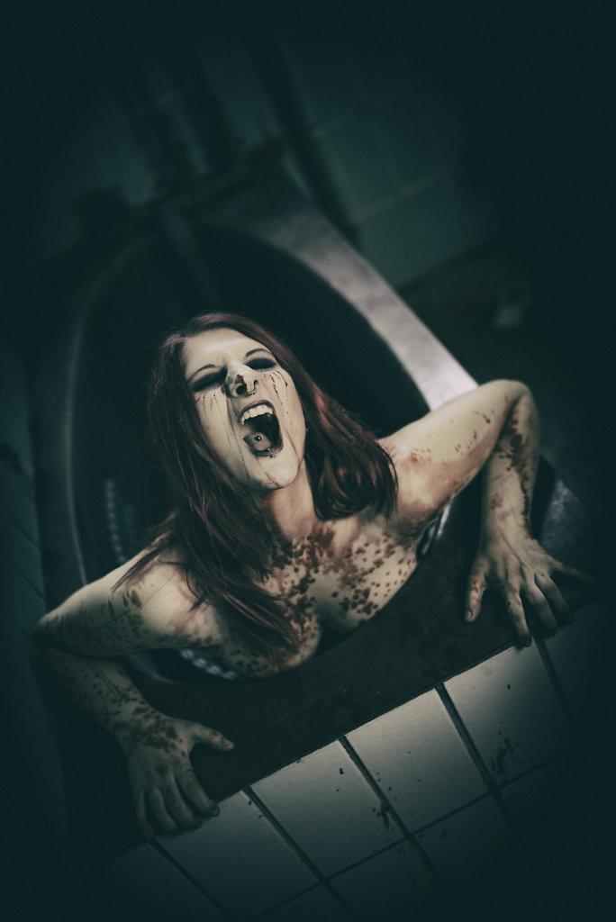 svenspannagel-fotografie-model-alastriona-fire-urbex-lostplaces-lost-horror-nurse-3.jpg