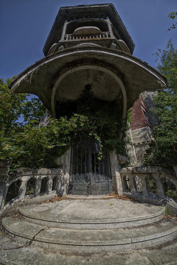 urbex-manoir-colimacon-frankreich-svenspannagel-fotografie-lost-places-gothic-treppe-maison-21.jpg