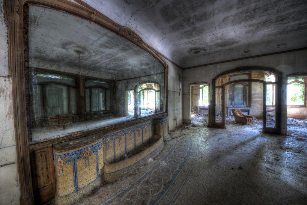 urbex-manoir-colimacon-frankreich-svenspannagel-fotografie-lost-places-gothic-treppe-maison-22.jpg