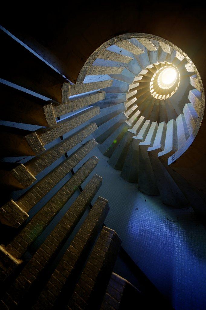 urbex-manoir-colimacon-frankreich-svenspannagel-fotografie-lost-places-gothic-treppe-maison-23.jpg
