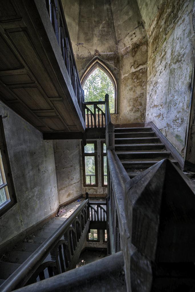 urbex-manoir-colimacon-frankreich-svenspannagel-fotografie-lost-places-gothic-treppe-maison-30.jpg