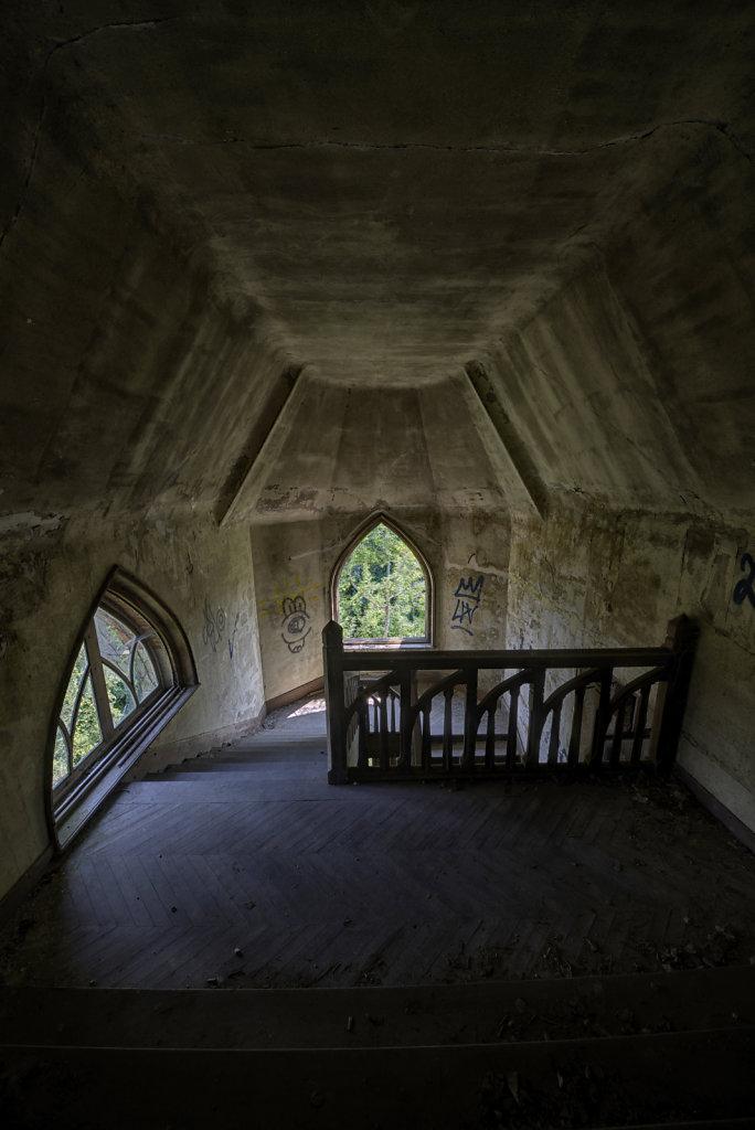 urbex-manoir-colimacon-frankreich-svenspannagel-fotografie-lost-places-gothic-treppe-maison-31.jpg