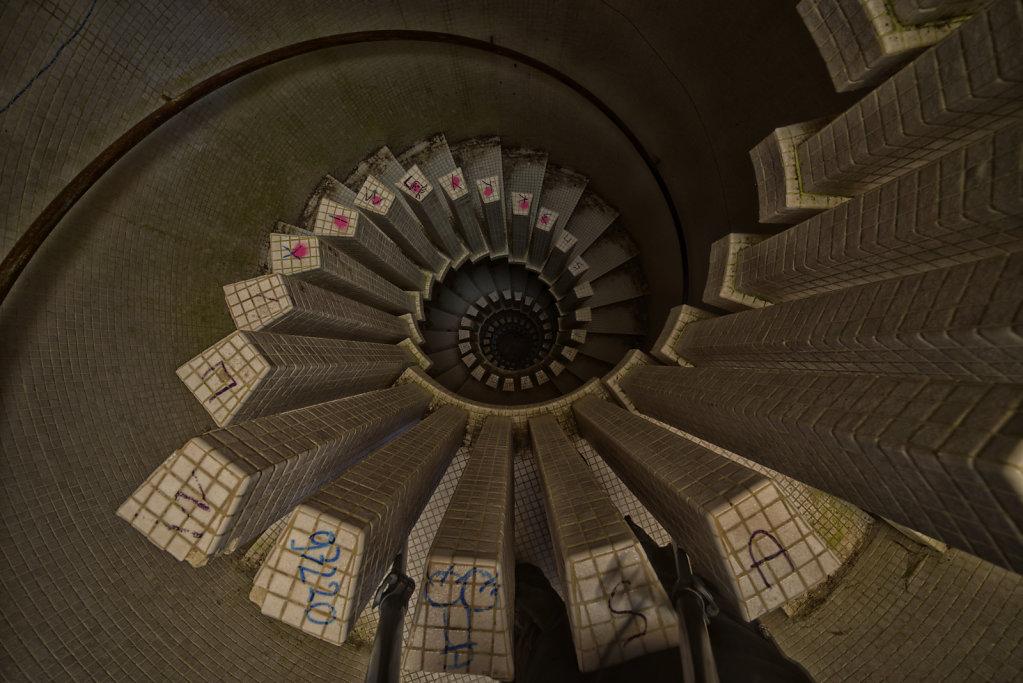urbex-manoir-colimacon-frankreich-svenspannagel-fotografie-lost-places-gothic-treppe-maison-17.jpg